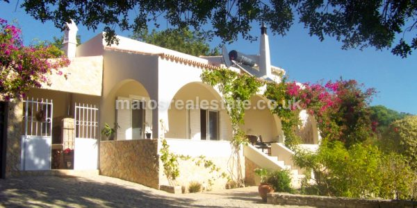 3 Bedroom Countryside Villa in Santa Barbara de Nexe-2