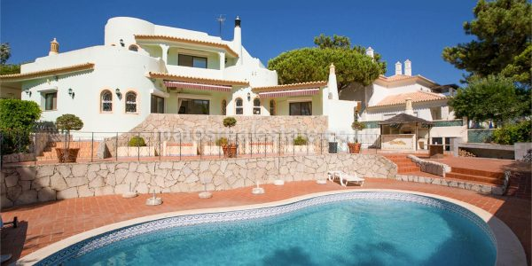 Beautiful Three Bedroom Detached villa plus Plot near Garrão Beach