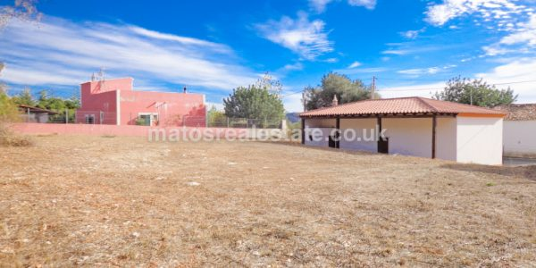 Cottage and Storage with Land For a New Villa Near Loulé-13