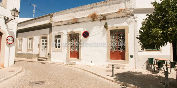 Traditional House to Renovate In S. Bras Alportel-46