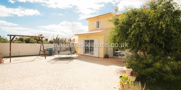 fantastic-4-bedroom-villa-in-almancil-28