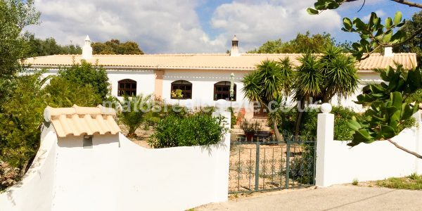 traditional-5-bed-quinta-near-loule-13